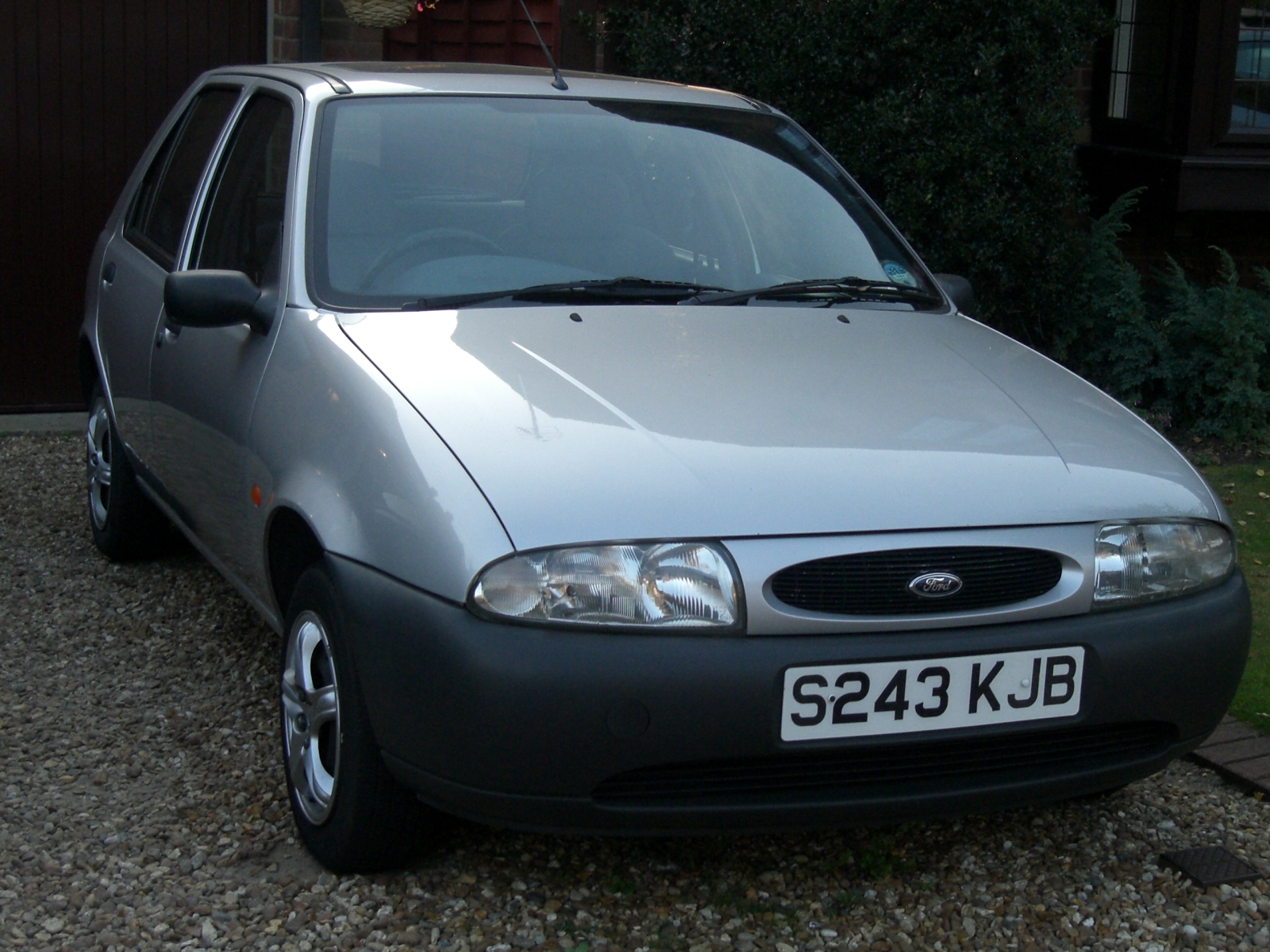 Front of Ford Fiesta 1.3 1997 Silver