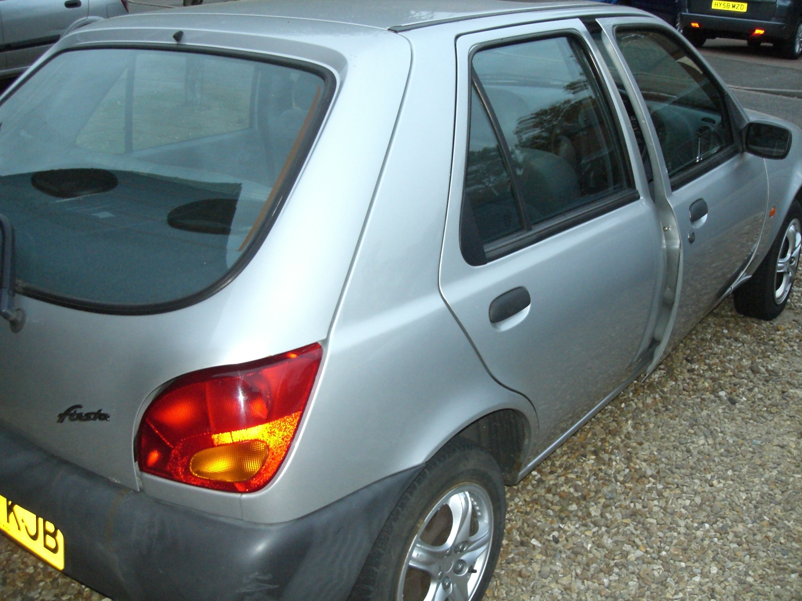 Right side of Ford Fiesta 1.3 1997
