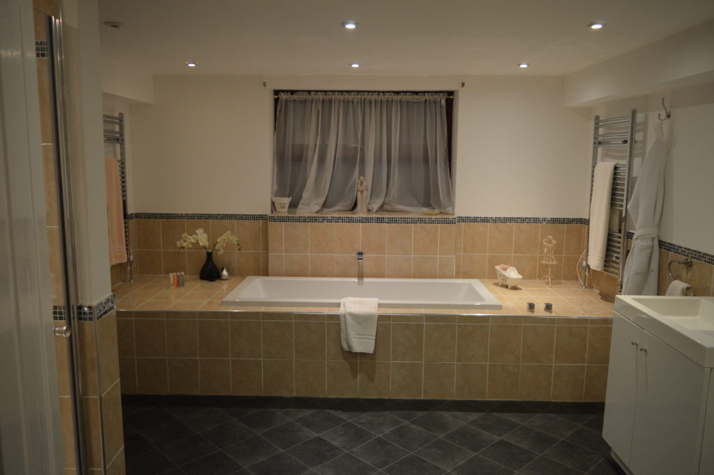 Double bath and his and hers sinks