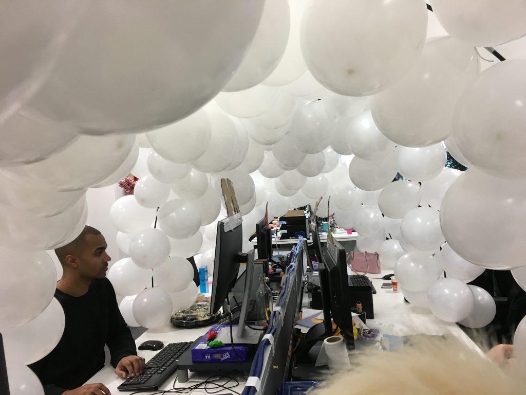Balloon igloo