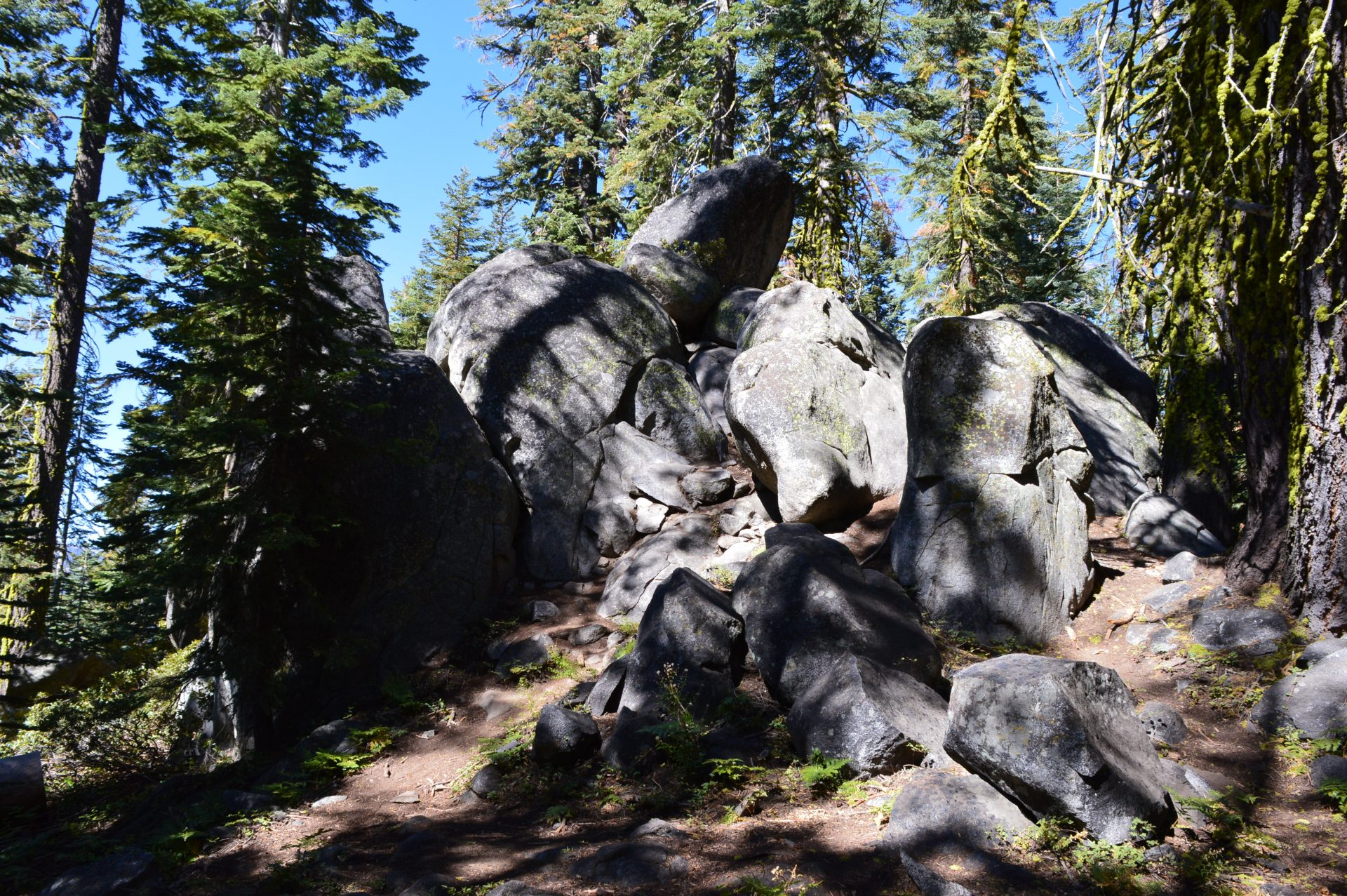 Taft Point Trail rock formations