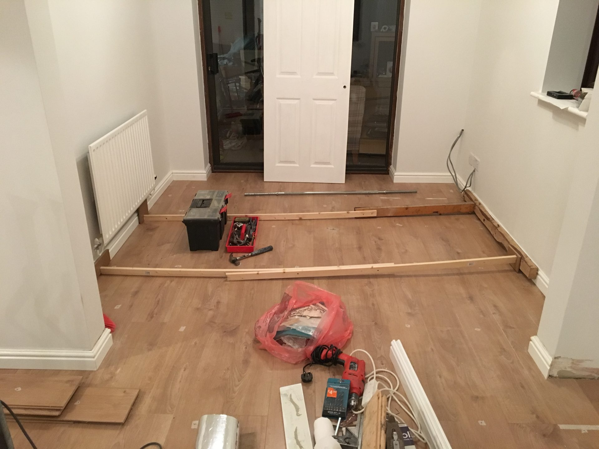 how to cut skirting board on wall
