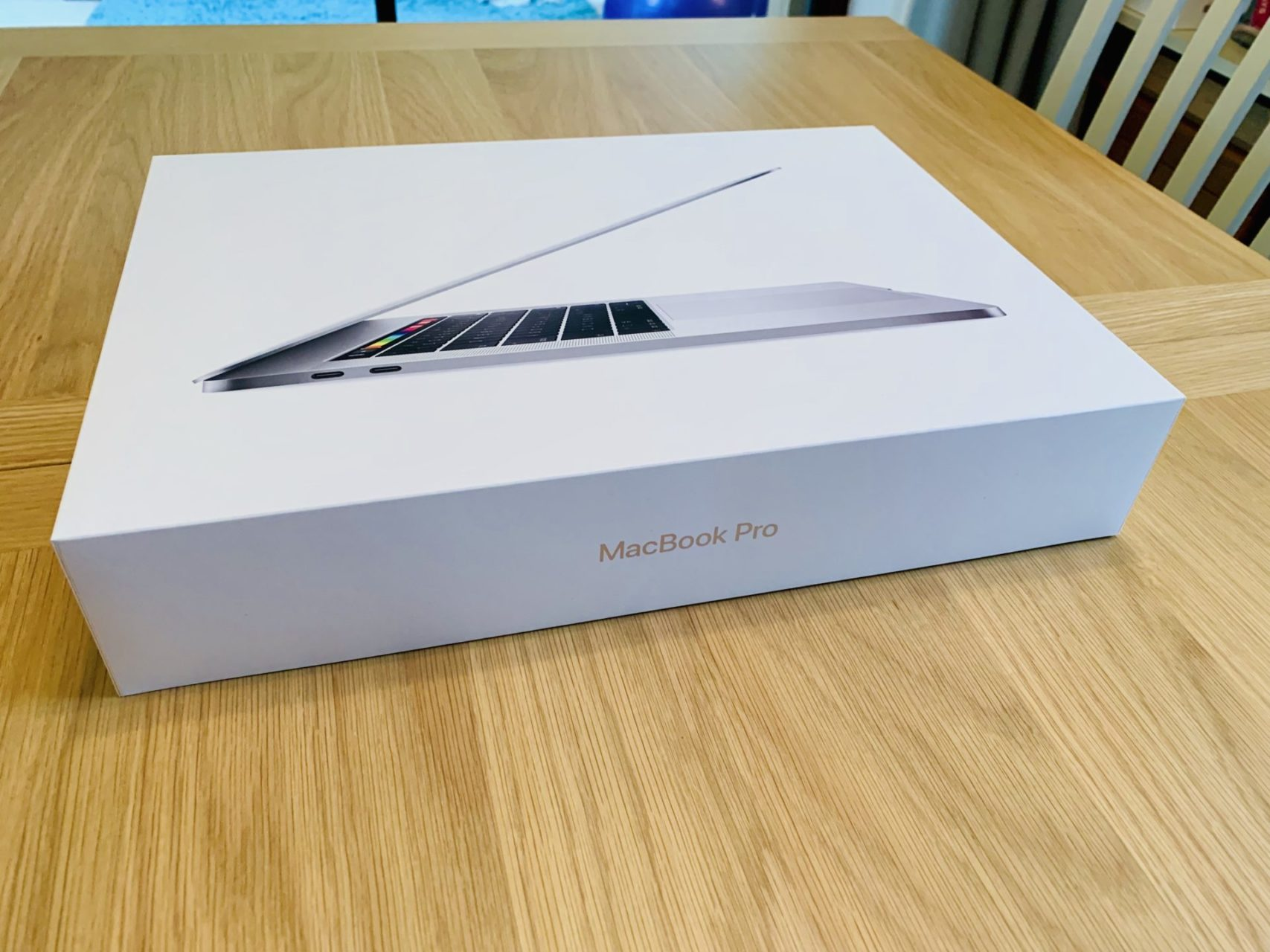 Apple MacBook Pro 15 inch box
